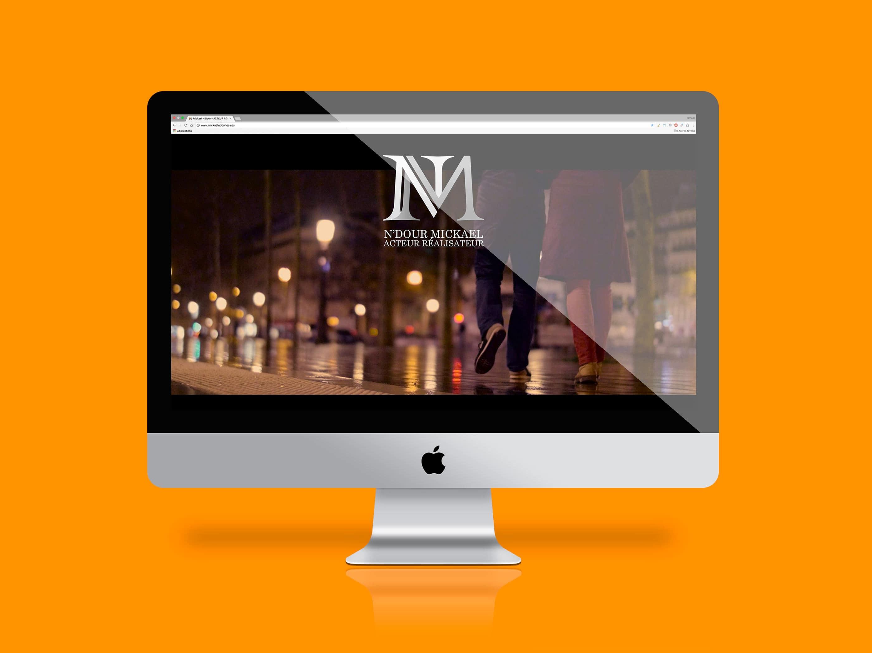 image présentant la premiere page du site de Mickaël N'Dour l'écran d'un imac