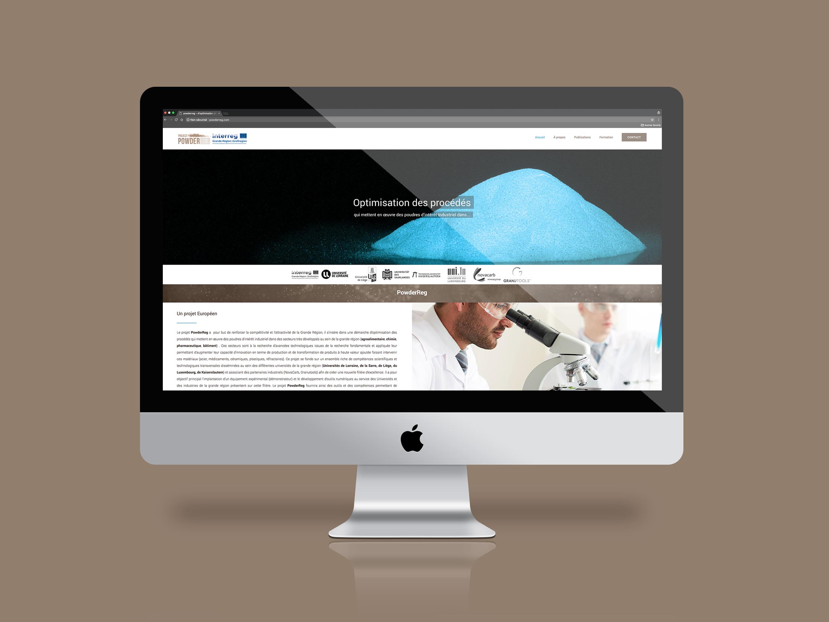 Image présentant un écran d'ordinateur dans lequel on peut voir la page d'accueil du site powderreg.fr