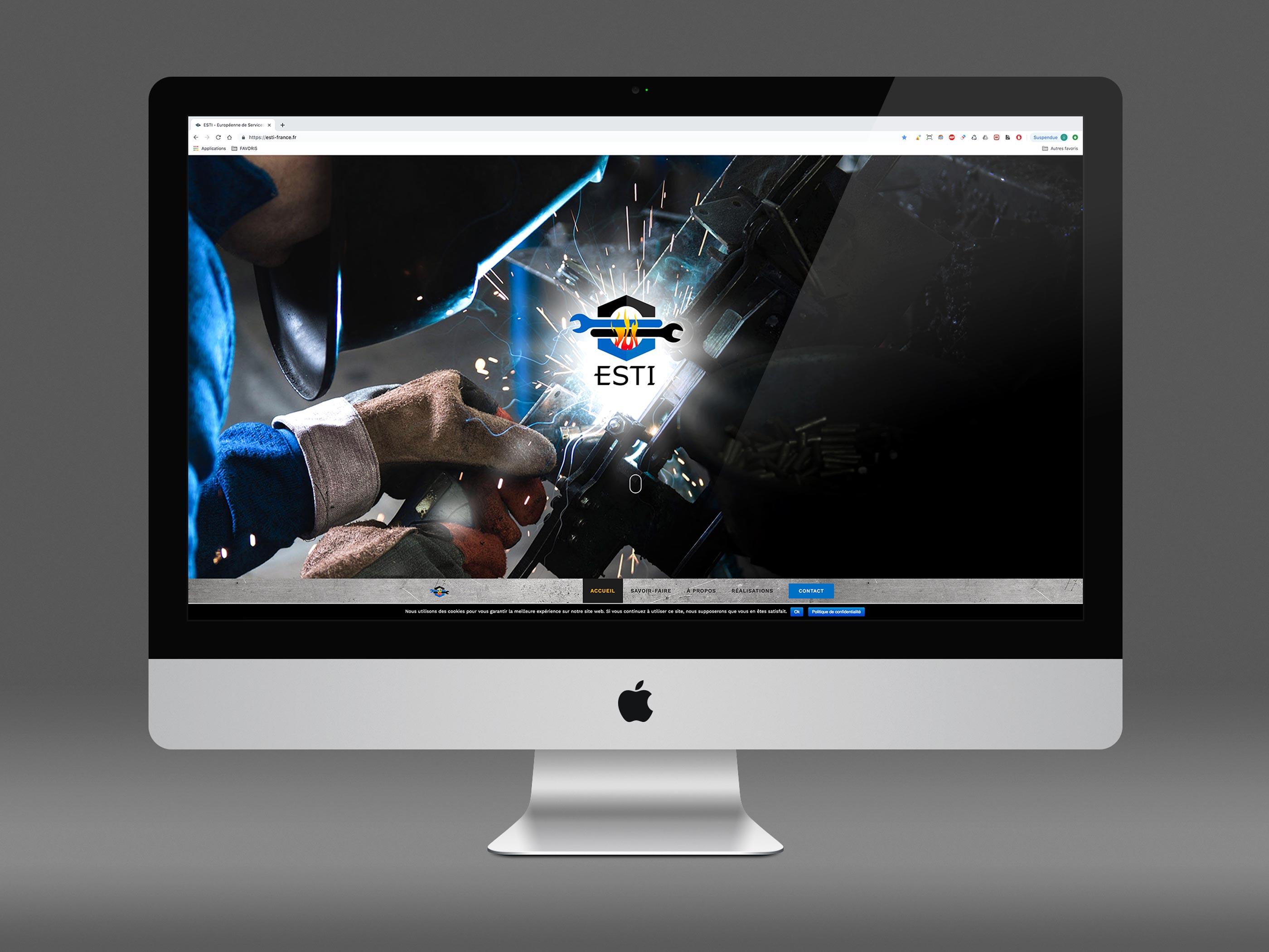 Image présentant un écran d'ordinateur dans lequel on peut voir la page d'accueil du site esti-france.fr